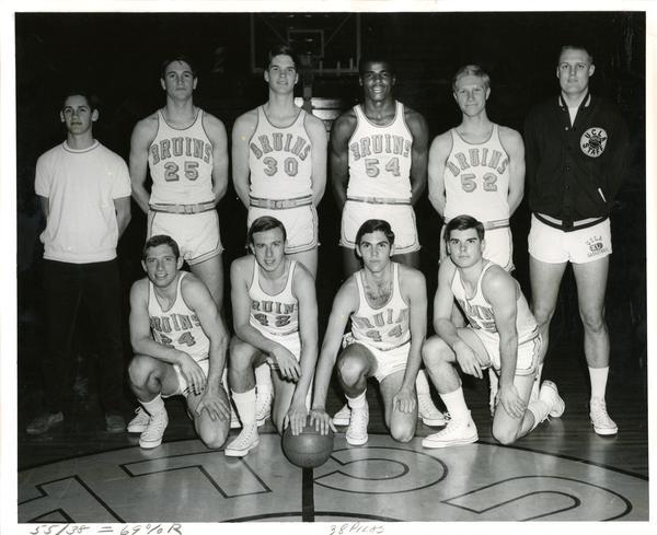 Team portrait on court, 1968
