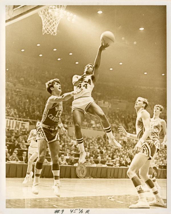 Mike Warren shooting in NCAA championship versus North Carolina