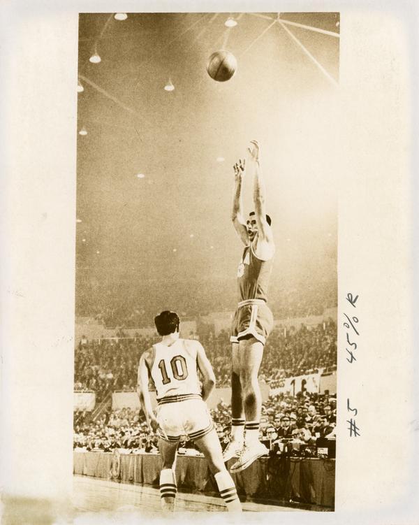 Lynn Shackleford shooting in NCAA semifinal versus Houston, 1968