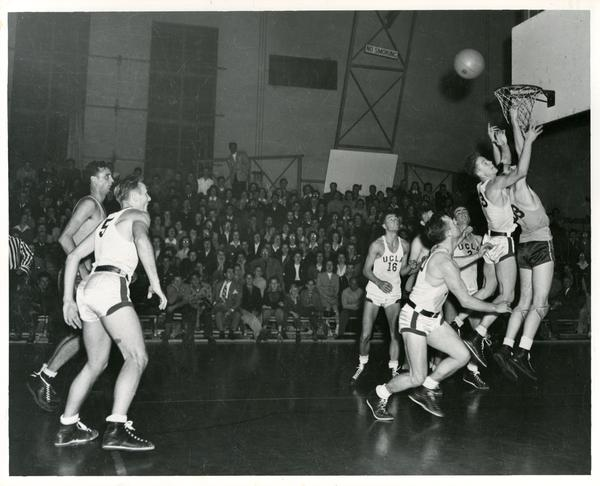 Basketball game, 1944-45