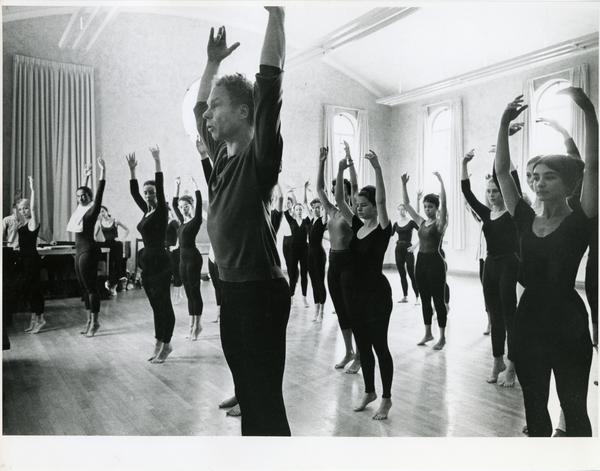 Meuce Cunningham teaching a group of dance students, 1963