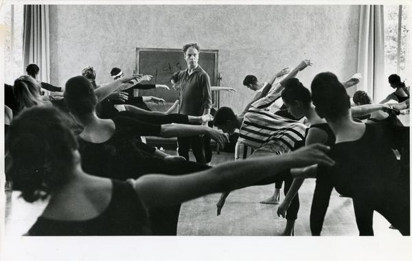 Meuce Cunningham teaching a technique class to a group of dance students, 1963