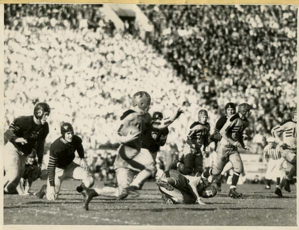 UCLA halfback Chuck Cheshire in a football game against Berkeley, 1933