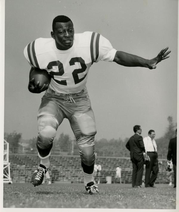 UCLA left halfback Mel Farr, 1965