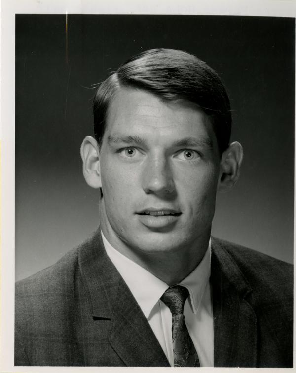 UCLA right half George Farmer
