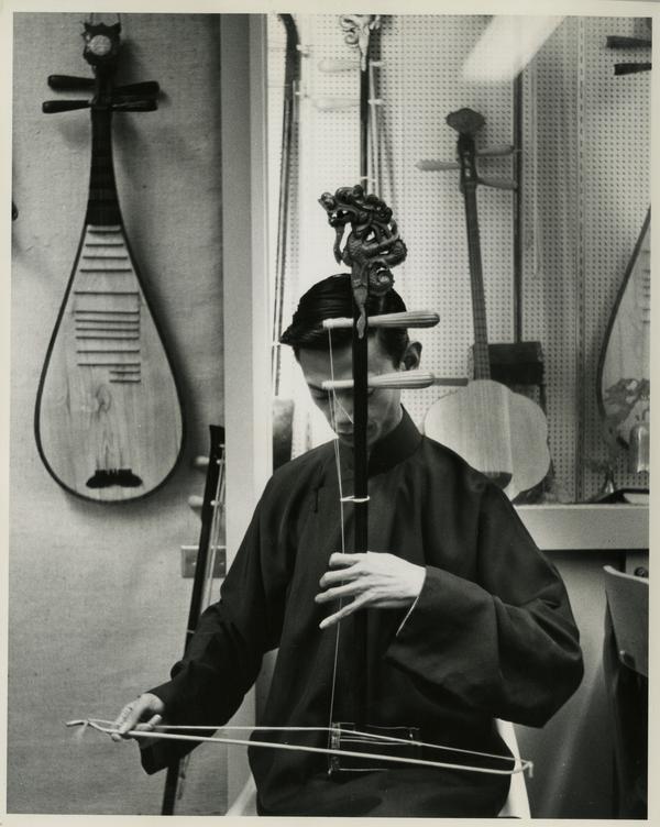 Tsun-Yuen Lui playing an erhu, a Chinese violin