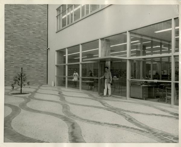 View of entrance to Biomedical Library