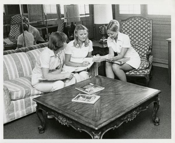 Nurses having a discussion