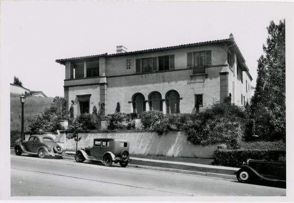 UCLA Phi Omega Pi Sorority house