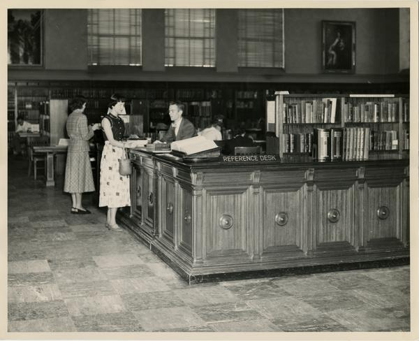 Reference desk in Main Reading Room