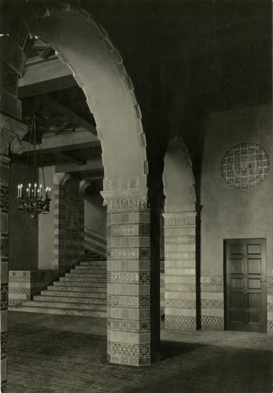 Interior pillar artwork of Powell Library
