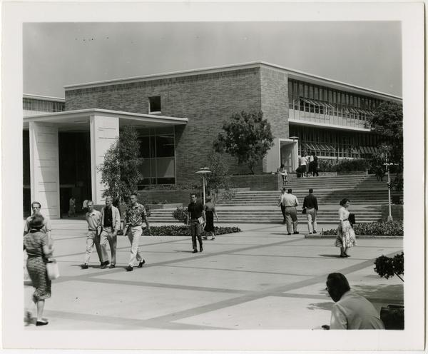 Students walk by Rolfe Hall