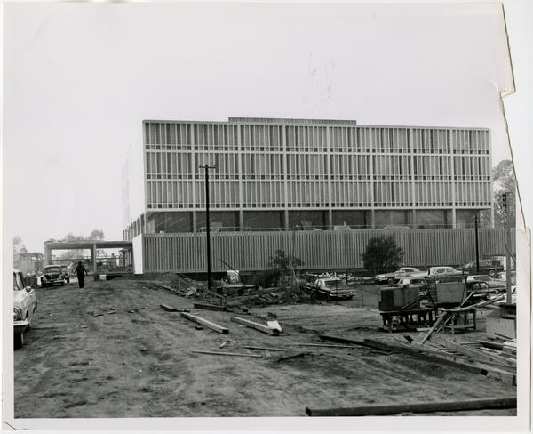 Side view of University Research Library during its construction