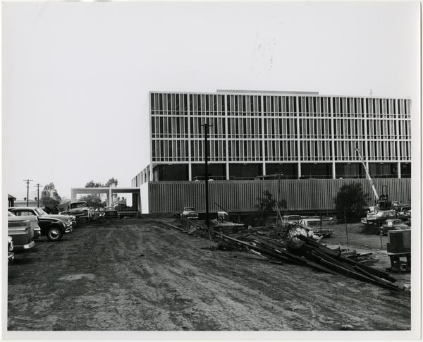 Side view of the construction of the University Research Library