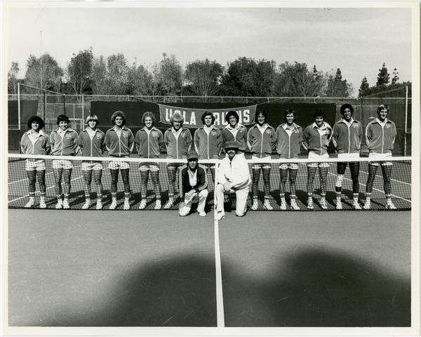 UCLA 1979 Varsity Tennis team with coach Glenn Bassett and assistant coach Ron Cornell