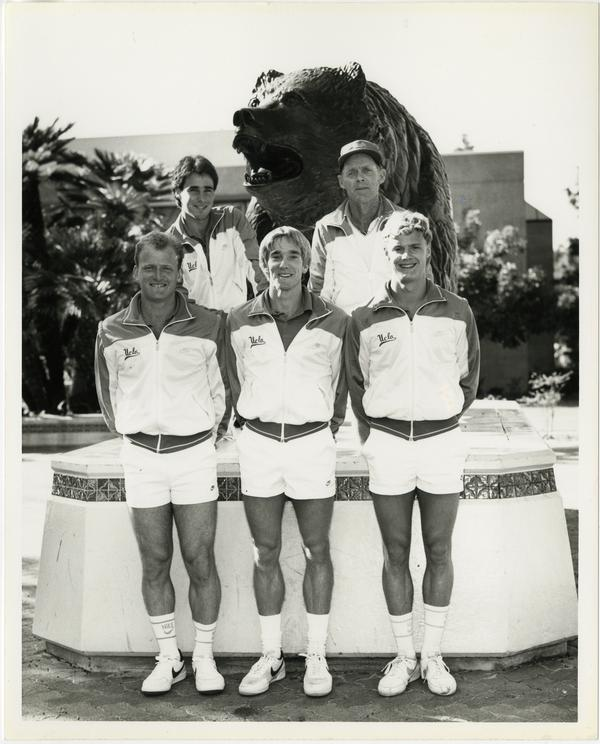 UCLA 1984 tennis team posing in front of bear sculpture