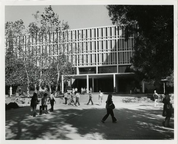 Students walking in front of the University Research Library