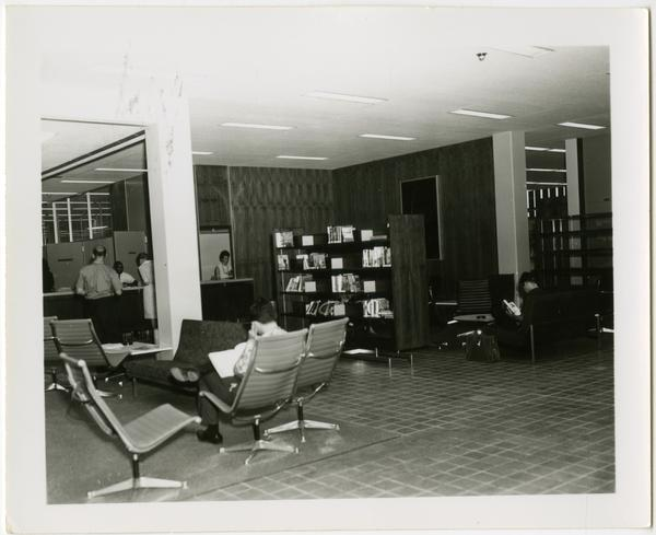 Study lounge in the University Research Library