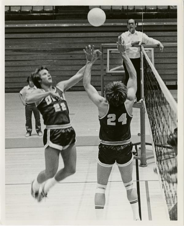 UCLA Senior Dave Olbright(24) sets up a spike by Singin Smith, the junior Bruin spiker from Los Angeles, in an early-season 1978 Bruin volleyball match.