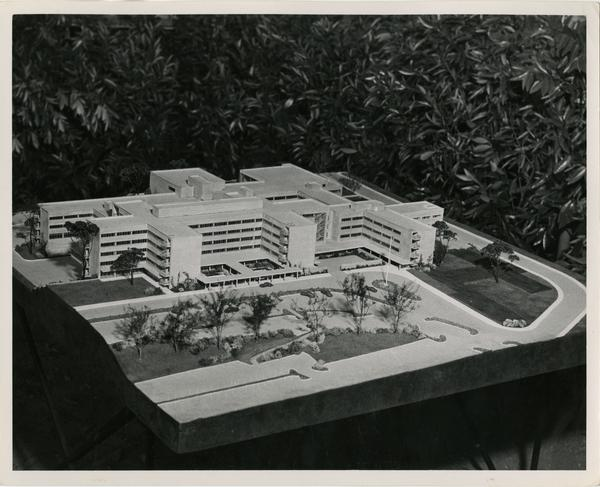 Model of the UCLA medical center and surrounding driveway