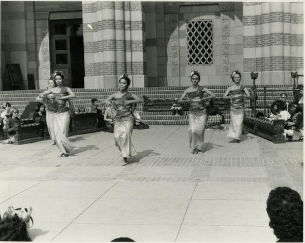 Students performing Balinese dance in front of Murphy Hall